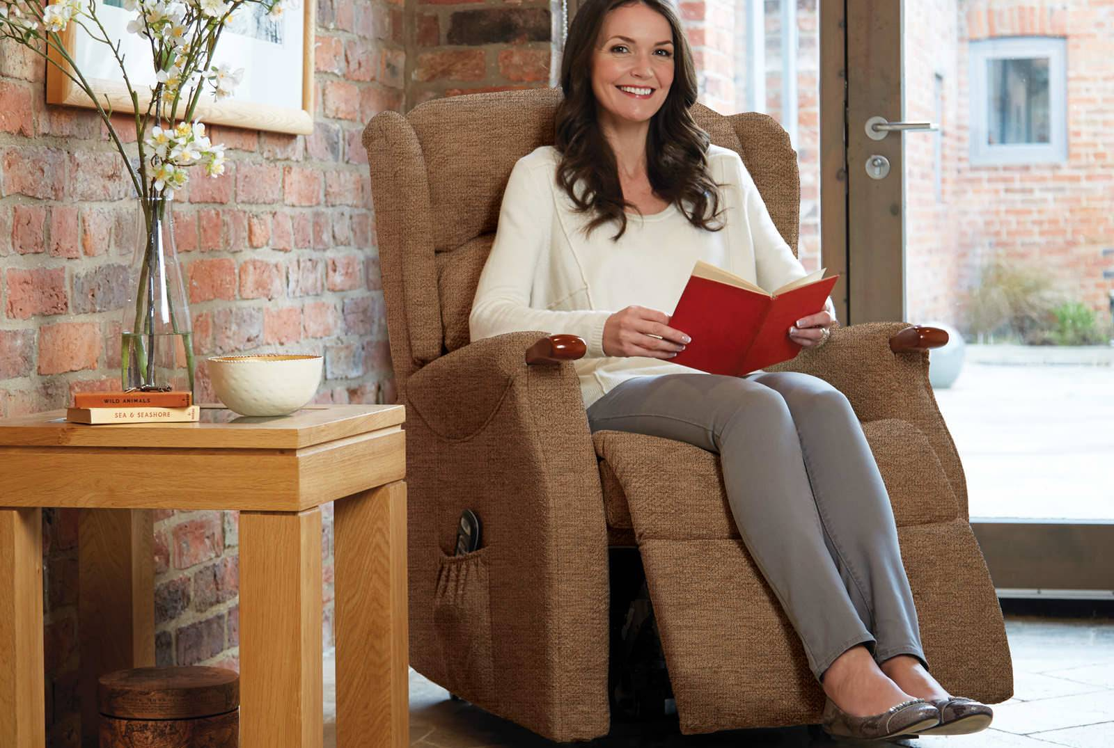 Linton Single Motor Riser Recliner in Boucle Cocoa