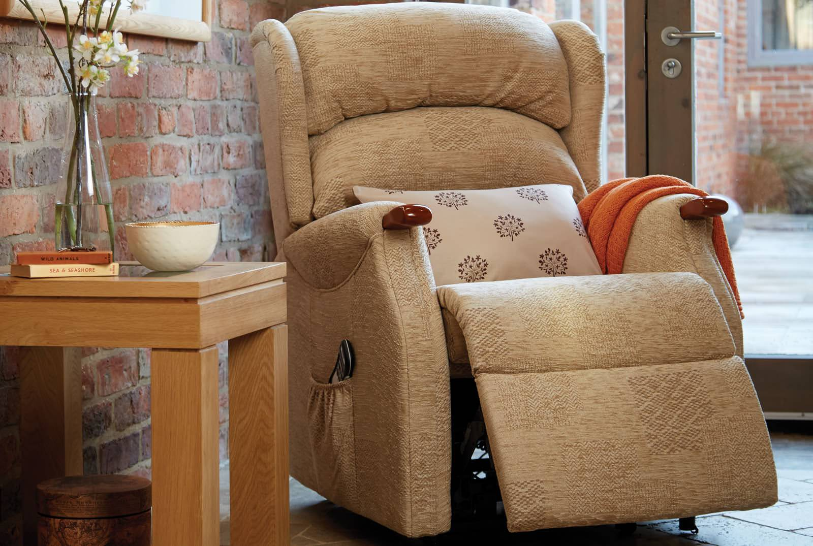 Linton Single Motor Riser Recliner in Patchwork Jute