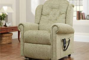 Hampton Relax Single Motor Riser Recliner in Boucle Fennel
