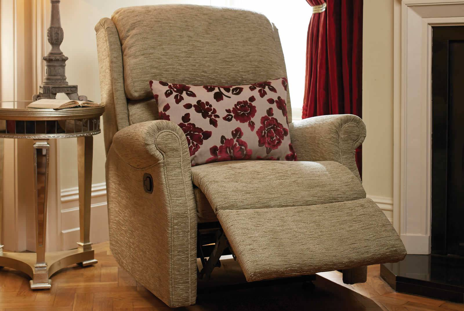 Berwick Catch Recliner in Boucle Fennel