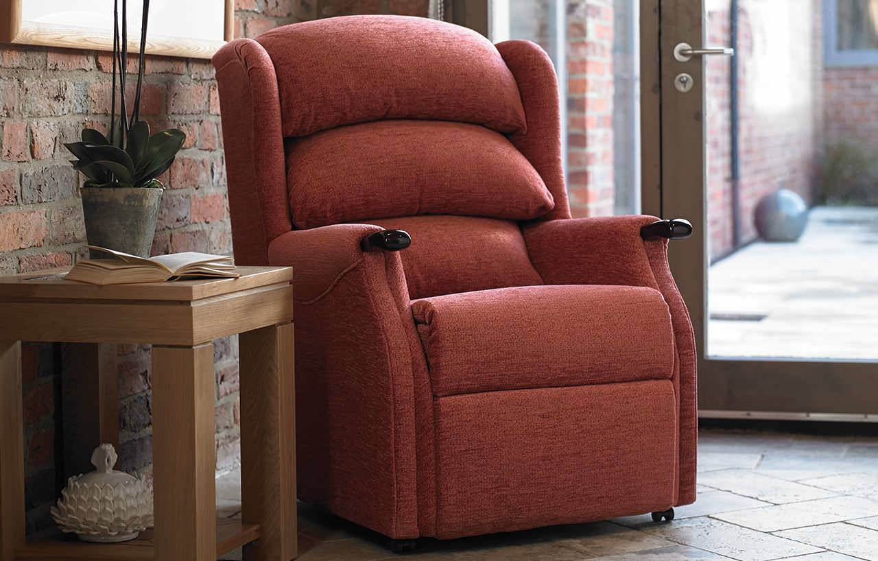 Comfortable chairs comfortable bedroom chairs decorating for Rocker bedroom designs
