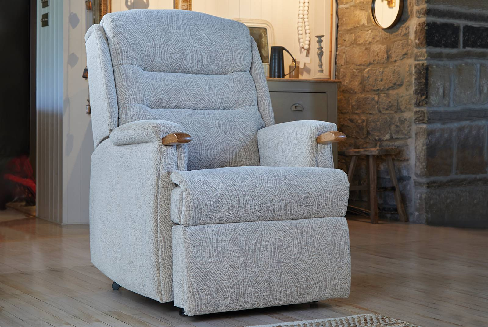 Ripley Comfort Chair with Knuckles