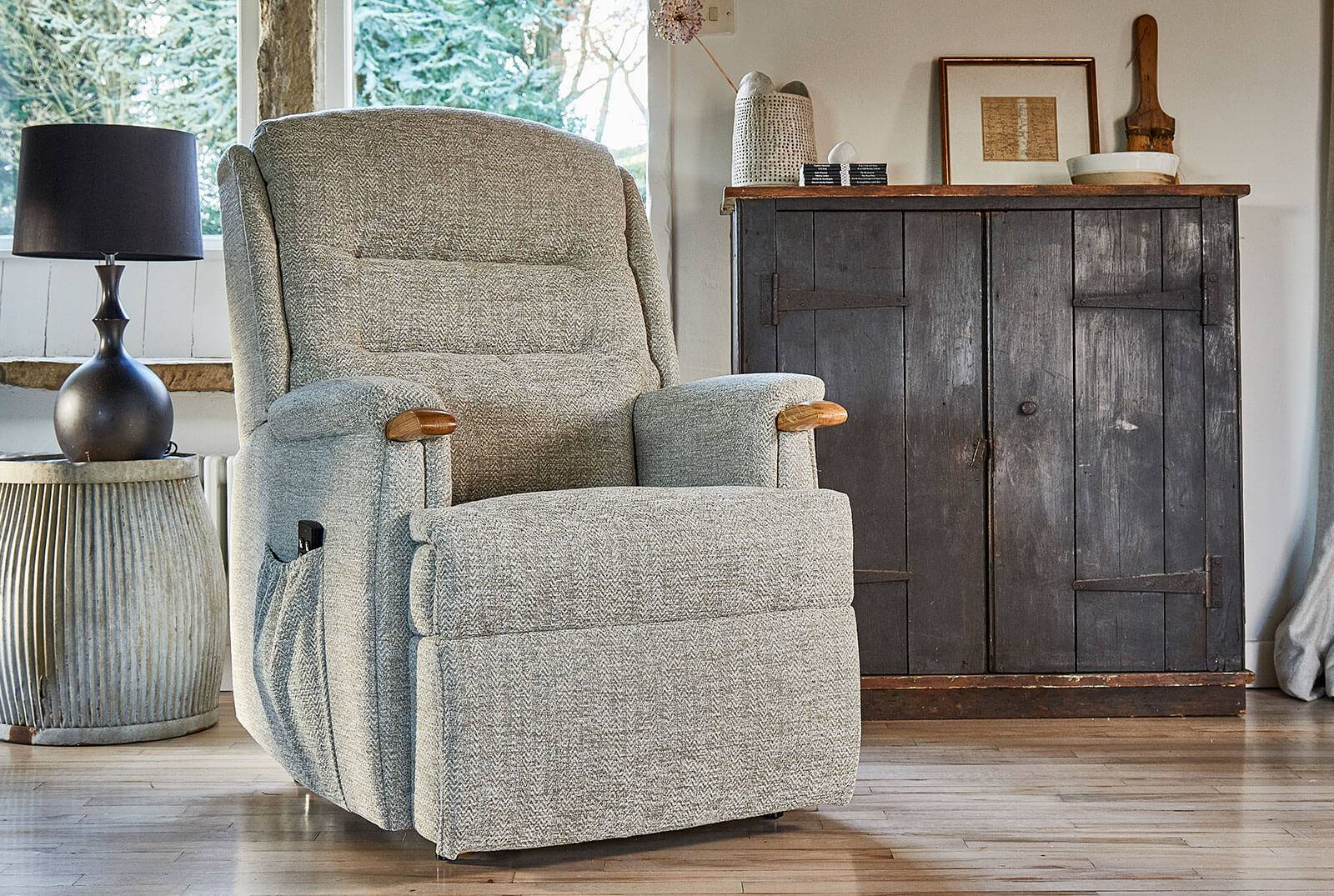 Ripley Dual Motor Riser Recliner with Knuckles in Canilo Oatmeal