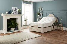 Wallhugger Action Adjustable Bed